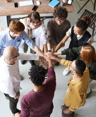 Découvrez l'équipe Aides et Subventions FI Group pour vous aider dans vos projets sur le Plan de Relance